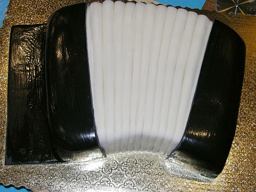 Black sides placed on accordion cake