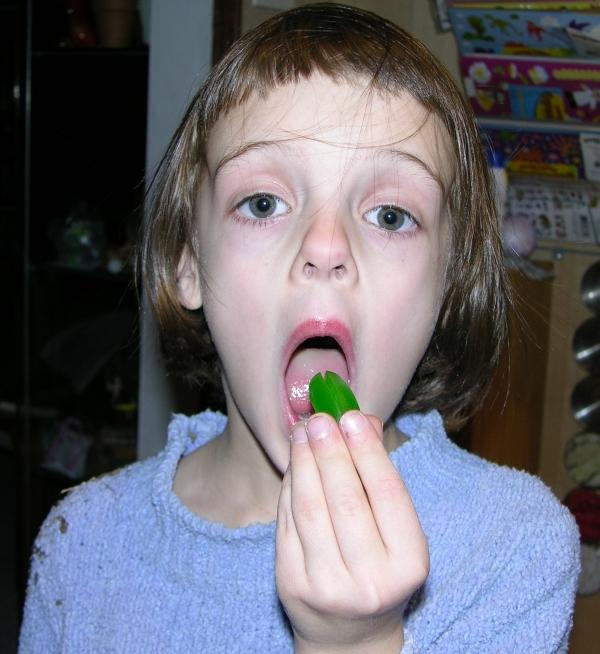 Peo Eating Gummy Alien Head 2