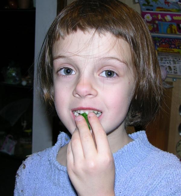 Peo Eating Alien Gummy Head 3