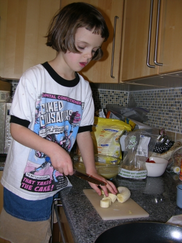 Peo cutting a banana