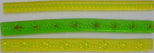 Gummy ribbons with syringe-applied detail