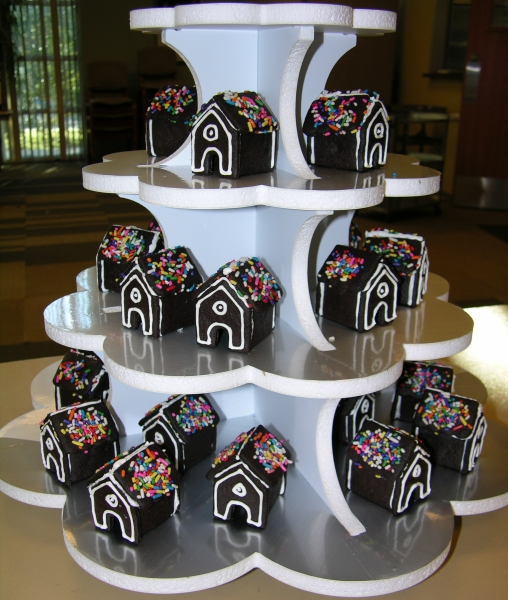 chocolate cookie houses on disply
