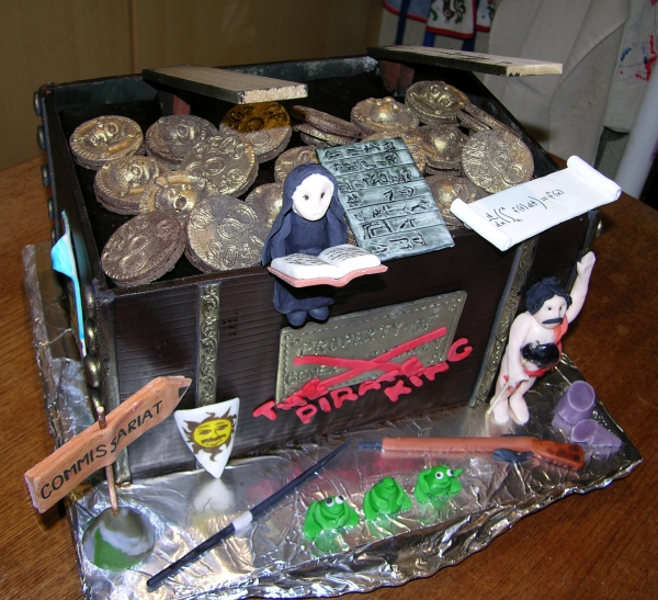 pirate trunk cake with no lid