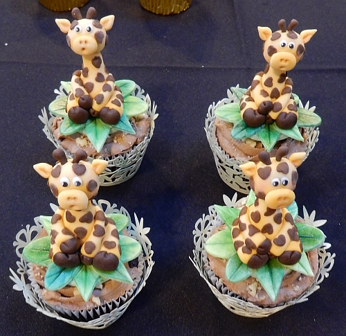 2014-nov16-nec-cupcakecompetition-giraffes