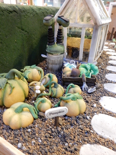 2014-nov16-nec-wallacegarden3